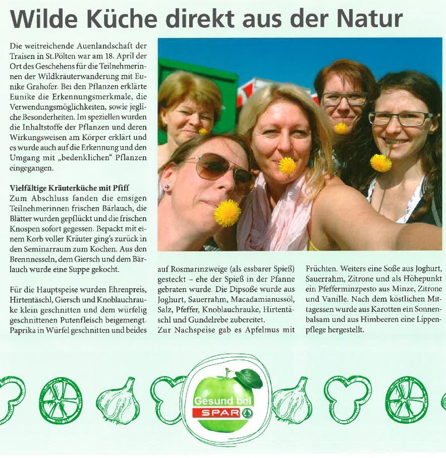 Eunike Grahofer mit den Teilnehmerinnen der des Workshops zum Thema Kraeuterkueche